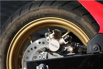 Die Reifen kontrollieren